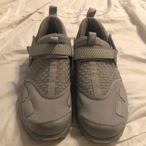 Solid gray Jordan's in excellent condition!
